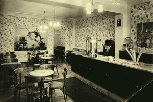Theke des Eiscafé Panciera in Jülich im Jahre 1955 | Foto: Panciera