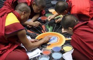 Arbeiten am Mandala 3. Tag | Foto: Paul Leclaire