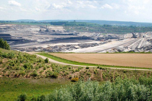 Blick ins Loch des Braunkohle Tagebau Inden