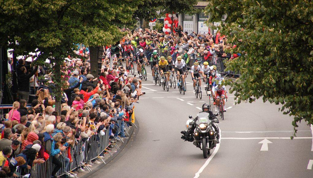 Hauptfeld der Tour de France in der Jülicher Innenstadt | Foto: Dorothée Schenk