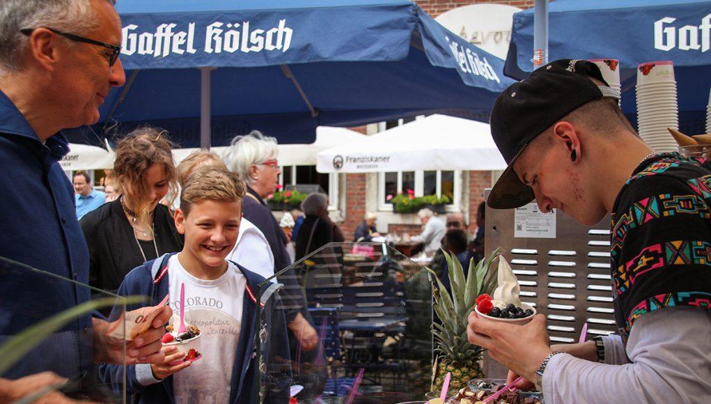 Das erste Street-Food-Festival in der Jülicher Innenstadt   Fotos: Dorothée Schenk