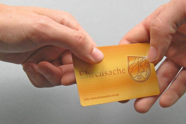 Die Ehrenamtskarte für Menschen, die sich mehr als 250 Stunden im Jahr ehrenamtlich für die Gesellschaft einsetzen. Foto: ehrensache.nrw