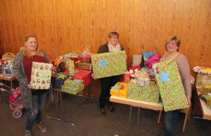 Reichlich Geschenke zu verteilen gab es im Bonhoeffer-Haus. Foto: Arne Schenk