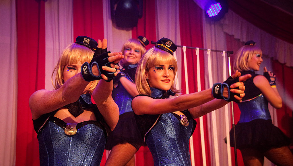 Hände hoch bei der 12. Ladies Night Mersch-Pattern   Foto: D. Schenk