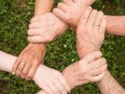 Soziales Ehrenamt stärkt den Zusammenhalt. Foto: pixabay
