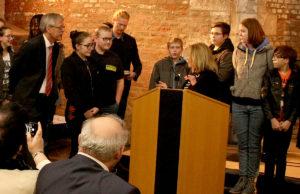 Einen Sonderpreis erhielten Schulsseelsorger Ralph Loevenich und Schüler der Sekundarschule Jülich. Foto: Dorothée Schenk