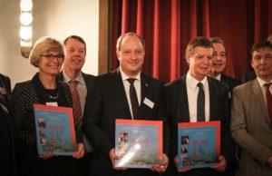 Die Träger des Stadtmarketing-Preis 2018: Marita Loven, Cornel Cremer und Carlo Aretz   Foto: Hacky Hackhausen