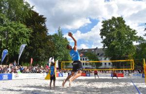 Schon 2017 wurde der DKB Beach Cup im Herzen der Herzogstadt ausgetragen. Im August gibt es eine Neuauflage. Foto: Archiv/ Kreis Düren