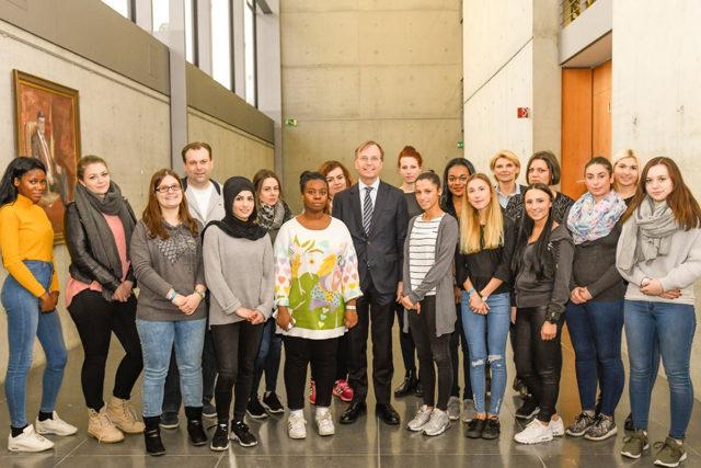 Die Schülerinnen der Fachoberschule für Ernährung beim Besuch in Berlin. Foto: FOS
