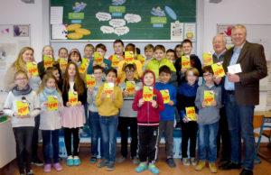 Buchübergabe an die G10 der Promenadenschule. Foto: Günther Hamacher