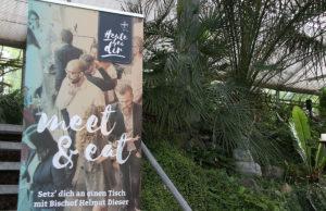 """""""Heute bei Dir"""" heißt die Aktion von Bischof Helmut Dieser, die mit dem Untertitel """"wir müssen reden"""" versehen ist. Foto: Dorothée Schenk"""