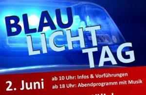 Die Feuerwehr, die Polizei, der THW und andere Rettungsdienste präsentieren sich zum Jülicher Blaulichttag auf dem Schlossplatz