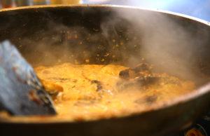 Wo Pilze in Sahnesauce auf Pasta warten. Foto: tee