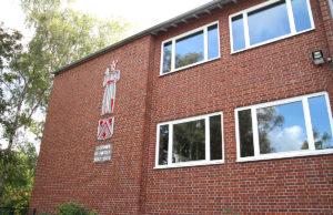 Die Koslarer Grundschule (GGS Jülich-West) mit dem Ortspatron Goswin de Nickel wurde 1955 erbaut. Foto: Dorothée Schenk