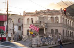 Straße in Ecuador   Foto: Louis Lafos