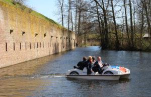 """Jungfernfahrt mit den """"Käfer-Tretbooten"""" war erst Anfang. Jetzt versuchten Diebe das Boot zu stehlen. Foto: tee"""