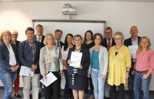 Im Dürener Kreishaus wurden von den Verantwortlichen jetzt die Verträge mit den Kooperationspartnern unterzeichnet. Foto: Kreis Düren