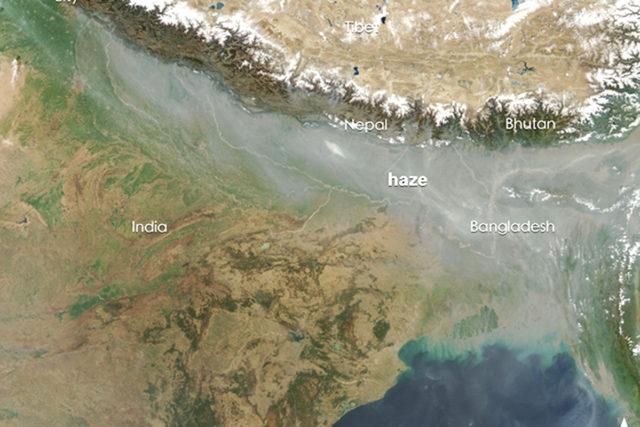 Eine riesige Schmutzwolke über Südasien: die Atmospheric Brown Cloud entsteht jedes Jahr während der Wintermonate durch die Verbrennung von Biomasse und fossilen Brennstoffen. Copyright: NASA
