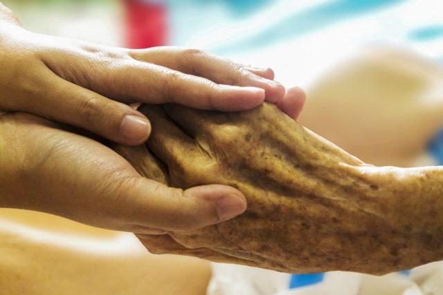 Die Hospizbewegung bietet einen neuen Vorbereitsungskurs für Sterbebegleiter an. Foto: pixabay