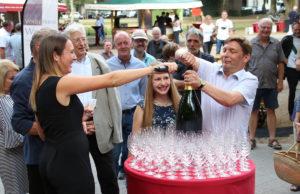 Das Weinfest ist eröffnet! Fotos: Arne Schenk