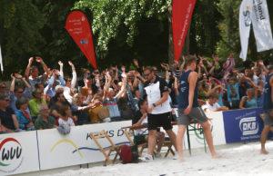 In Jülicher schwappte beim DKB-Cup die La-Ola-Welle durch die Zuschauerränge. Fotos. Dorothée Schenk