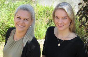 Janina Koll (li) und Christina Dymowski (re) freuen sich über viele Besucher in den Treffs. Stadt Jülich / Elisabeth Fasel-Rüdebusch
