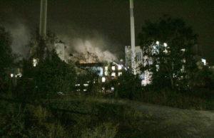 Zuckerfabrik Jülich. Bereits zwei Stunden nach den großen Explosionen hatte die Feuerwehr den Brand unter Kontrolle. Foto: Dorothée Schenk