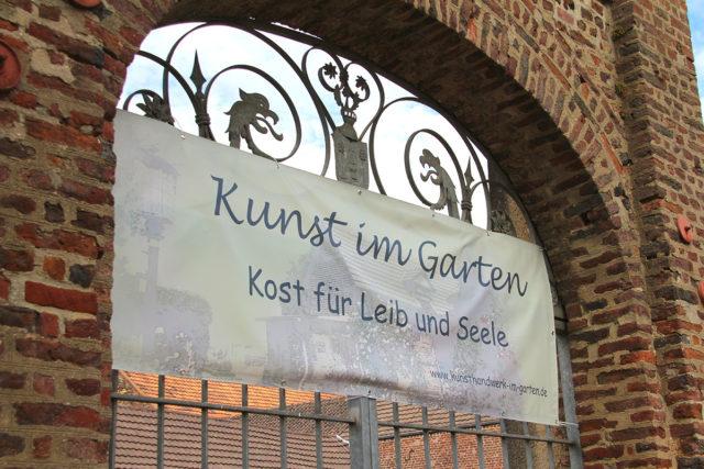 Einladung zum Bummel bei Kunst im Garten. Fotos: Dorothée Schenk