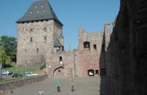 Burg Nideggen mit dem kreiseigenen Burgemuseum ist ein Tourismusmagnet: Das Museum besuchen jedes Jahr knapp 40 000 Besucher. Damit nimmt das Haus den Spitzenplatz unter den Museen im Kreis ein. Foto: Kreis Düren