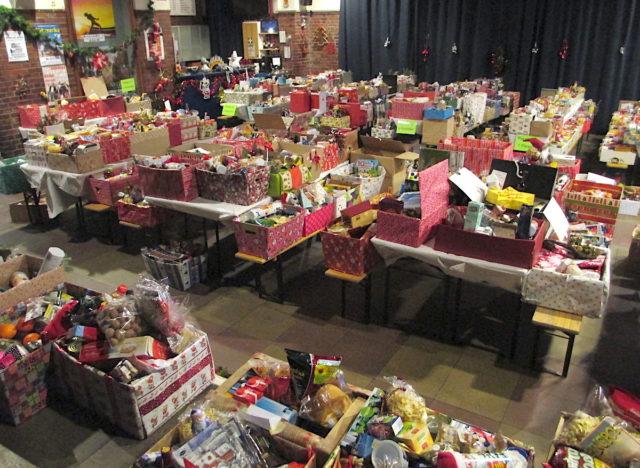 Die Spendenbereitschaft für die Weihnachtskistenaktion war groß. Foto: Verein