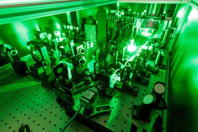 Extrem leistungsstark: Thales-Laser im Laserlabor JuSPARC. Foto: Forschungszentrum Jülich / R.-U. Limbach