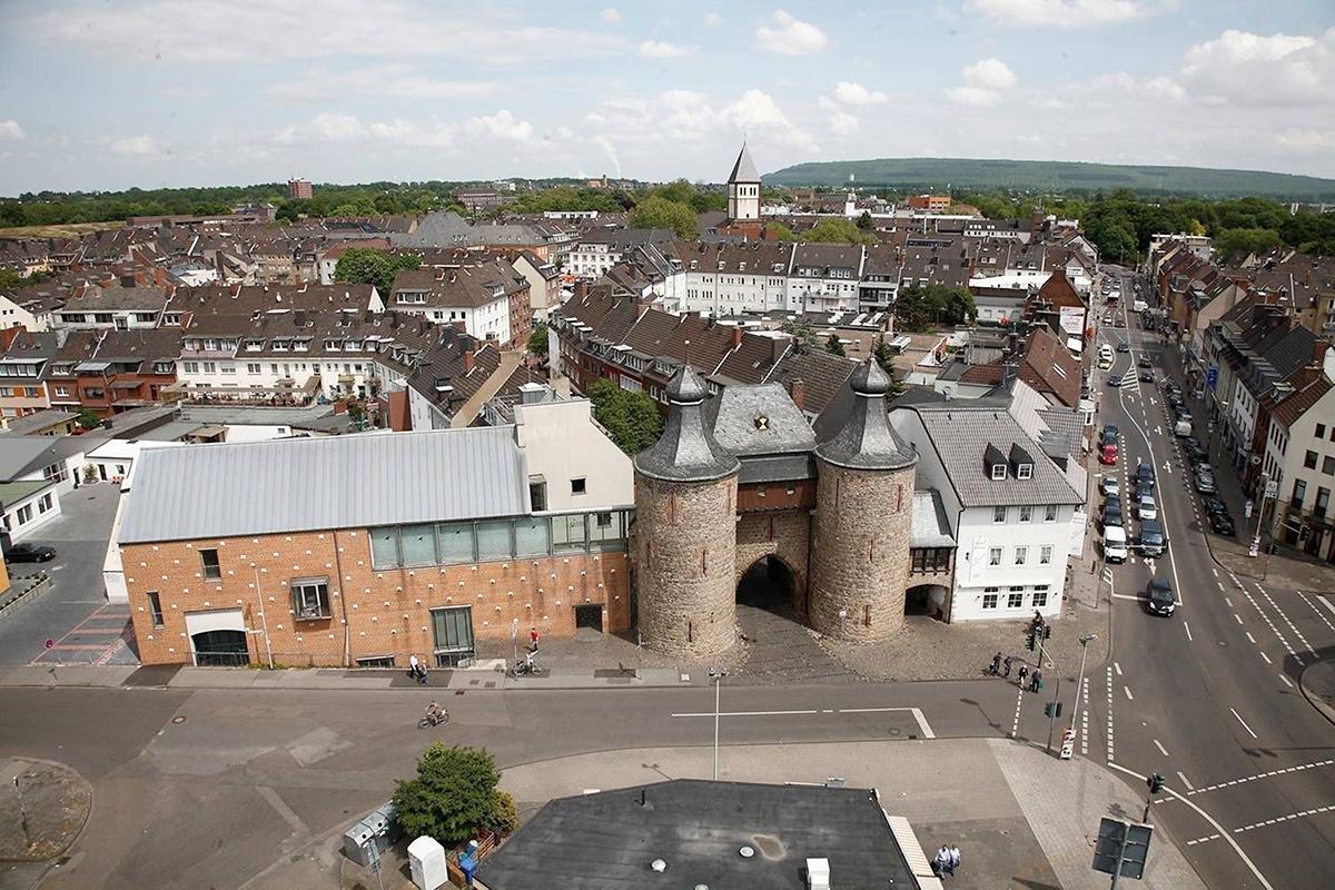 Der Blick auf den Hexentum mit Sicht auf die Innenstadt Jülichs bis zur Sophienhöhe. Foto: Ingrid Pütz