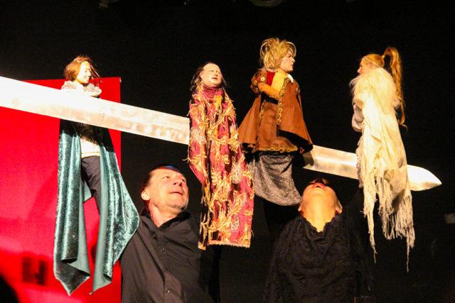 Das Theater Handgemenge macht seinem Namen Ehre. Fotos: Dorothée Schenk