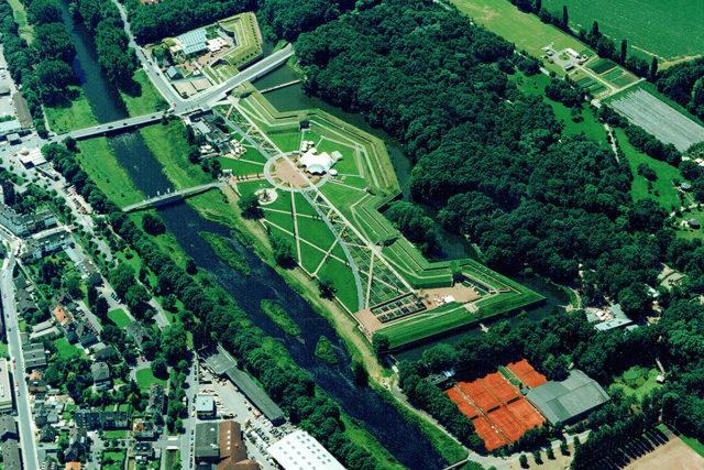 Der Jülicher Fotograf Arno Petersen (+ 2011) nahm das Laga-Gelände 1998 aus luftiger Höhe auf. Foto: Archiv PuKBSuS